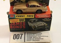 Corgi 261 James Bond's Aston Martin