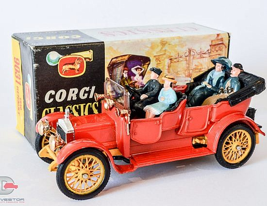 Corgi Original Classics No.9021 Daimler 1910 - orangey red body, yellow chassis and wheels, 4 x figures, gold lamps - Mint in an excellent lift off lid box with correct inner packing and correct collectors club folded leaflet (wrong label on box 9031 1910 Renault).