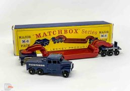 Matchbox Major Pack M6 Scammell 6x6 Ballast Tractor with Pickfords Low Loader Trailer - dark blue Tractor Unit with silver trim, gloss black base, 24-tread black plastic wheels, maroon Trailer with dark blue Bogies, 24-tread black plastic wheels - Ballast Tractor is good plus with a few tiny chips, Trailer is excellent with marks at the ends of the platform. In Good Plus type D1 box printed by TP Packaging. Nice example of this rare issue.