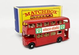 """Matchbox Regular Wheels No.5d London Routemaster Bus """"BP Visco-Static"""" - Stannard Code 5 - red, white interior, BP decals, type A rear body, type A 5-line base, 36-tread black plastic wheels - Excellent Plus in Mint type E1 box with lighter blue sides and end flaps. Scarce box variation."""
